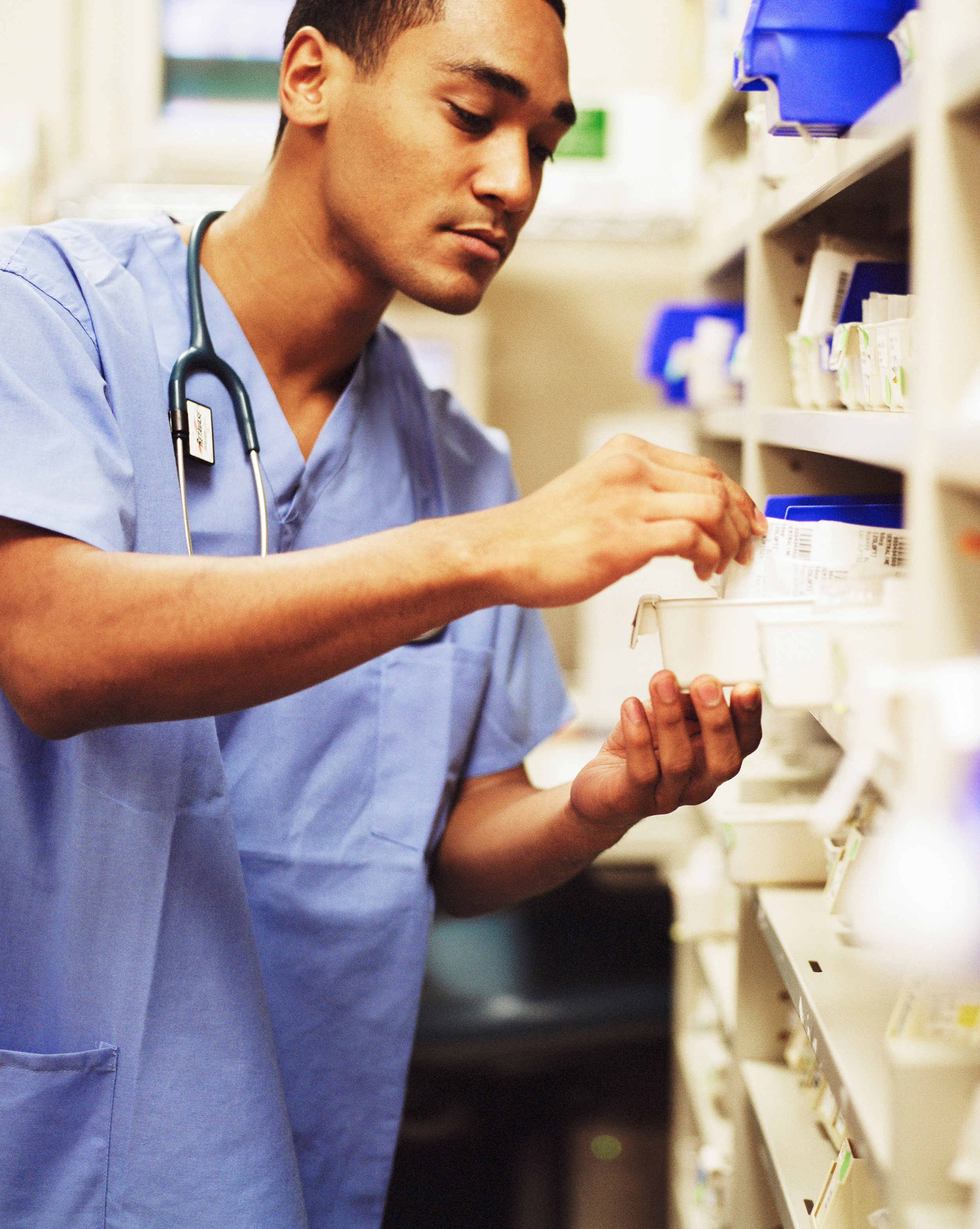 description of a pharmacy technician